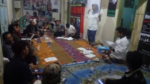 Sri Aryani, Head of Office of JWB Indonesia, was giving explanation on case identification.
